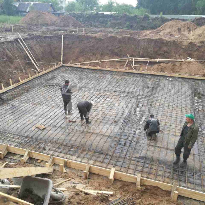 Продолжаются работы по устройству фундамента в д. Песочнево (28.06.2017)