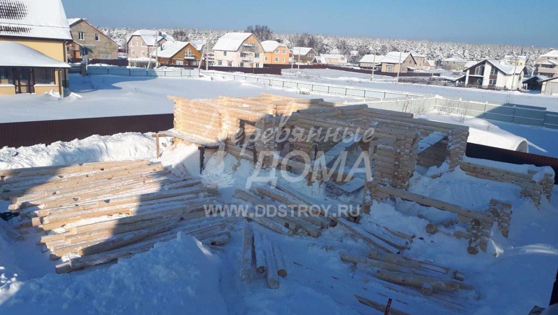 Продолжаются работы по монтажу бани из оцилиндрованного бревна в д. Афанасово (7.02.2018)