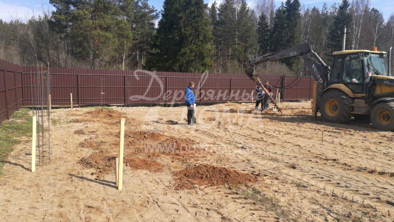 Ведутся работы по устройству фундамента в д. Беляницы(26.04.2018)