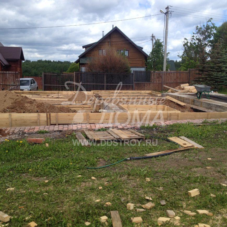 Продолжаются работы по устройству фундамента в д. Рожново (30.05.2018)