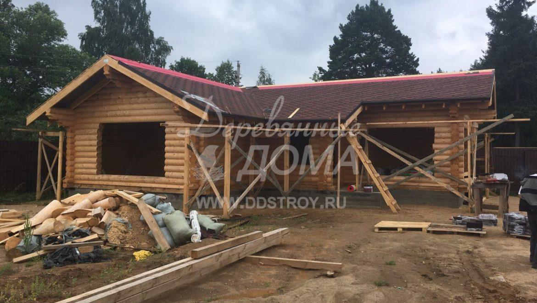 Ведутся работы по монтажу кровельного покрытия в д. Ново-Талицы(20.07.2018)
