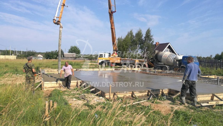 Продолжаются работы по устройству фундамента в д. Кочерский (22.08.2018)