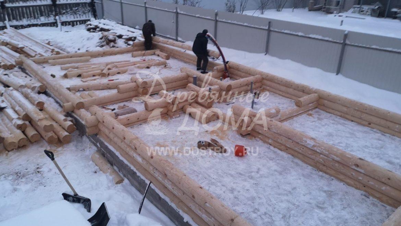Ведется строительство бани из оцилиндрованного бревна в м. Авдотьино (25.12.2018)