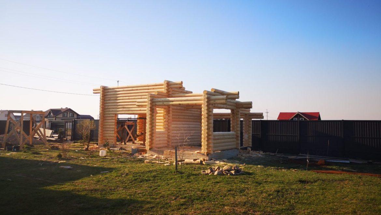 Завершен монтаж деревянного комплекта гаража из оцилиндрованного бревна в д. Дегтярево (26.04.2019)