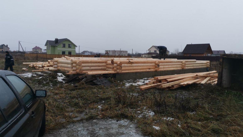 Начало работ по возведению жилого дома из оцилиндрованного бревна по проекту «Логос» в д. Дегтярево (18.12.2019)