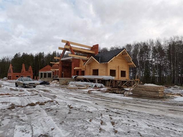 Ход работ по монтажу композитной черепицы в комбинированном доме в д. Худынино (22.01.2020)