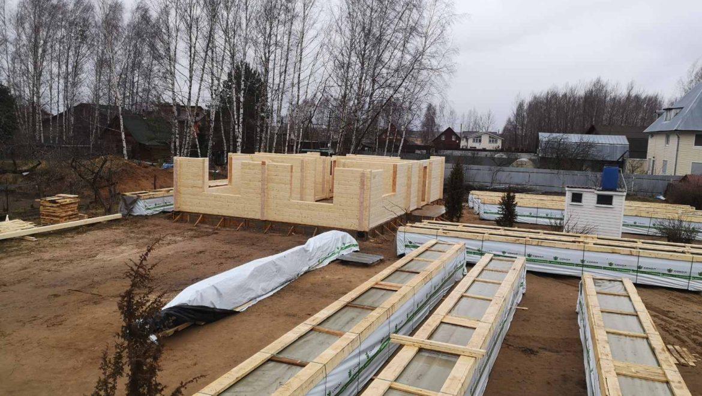 Монтаж деревянного комплекта, жилого дома из клееного бруса по проекту «Слобода». (13.03.2020)