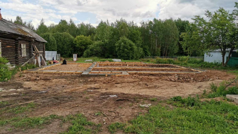 Ход работ по устройству фундамента под жилой дом в п. Озерный (02.07.2020)