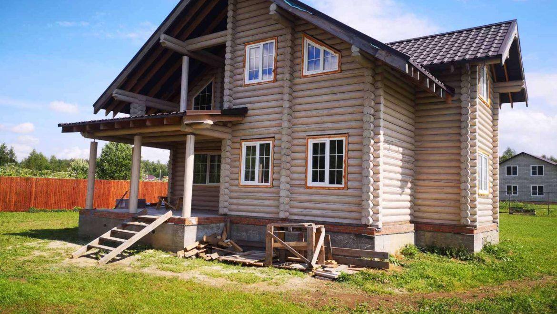 Завершена покраска фасадов жилого дома из оцилиндрованного бревна в д. Никульское (15.07.2020)