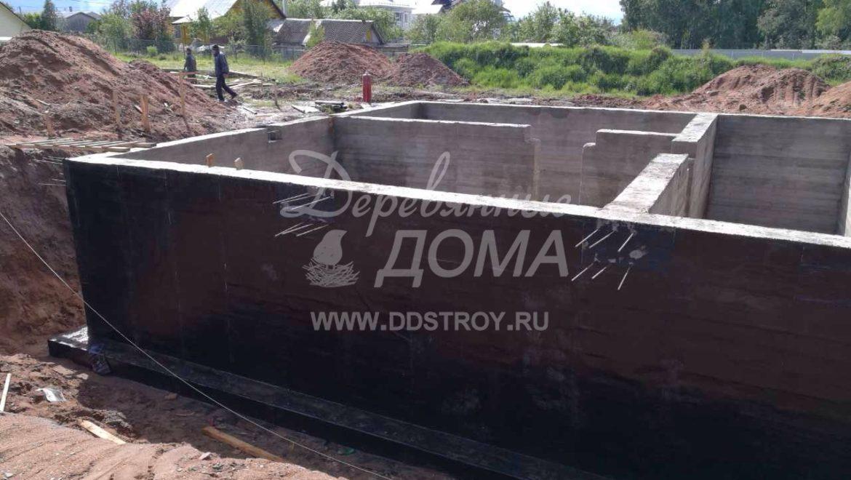 Продолжаются работы по устройству фундамента в д. Песочнево (10.07.2017)