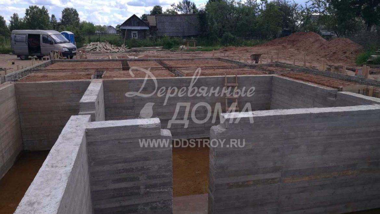 Продолжаются работы по устройству фундамента в д. Песочнево (20.07.2017)