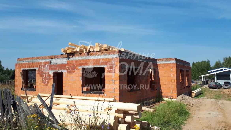 Начаты работы по строительству мансарды из бревна в д. Селышки (23.08.2017)