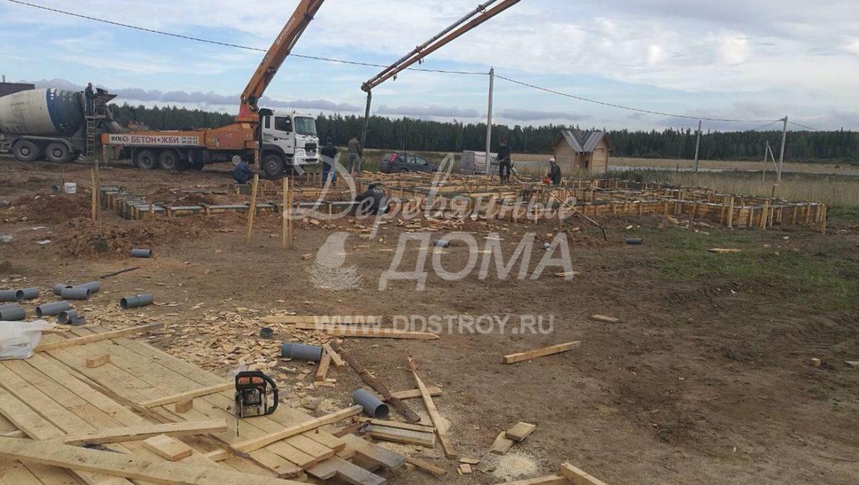 Продолжаются работы по устройству фундамента в д. Кукарино (21.09.2017)