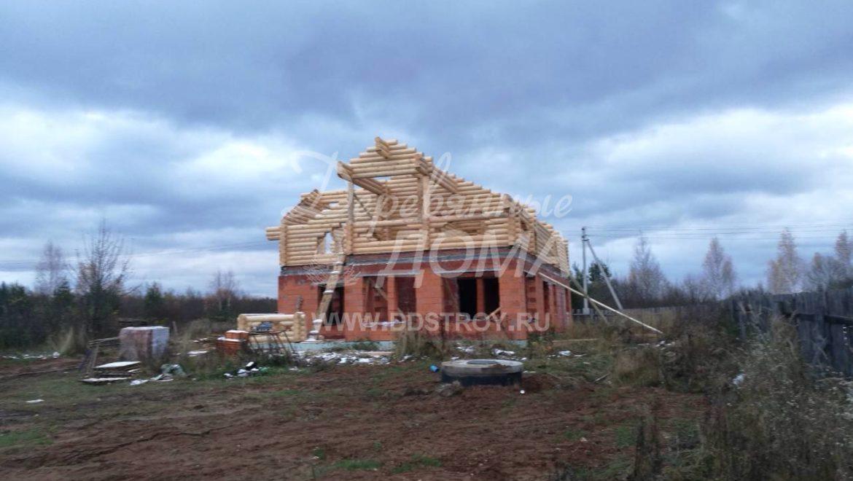 Продолжаются работы по строительству мансарды из бревна в д. Селышки (21.10.2017)