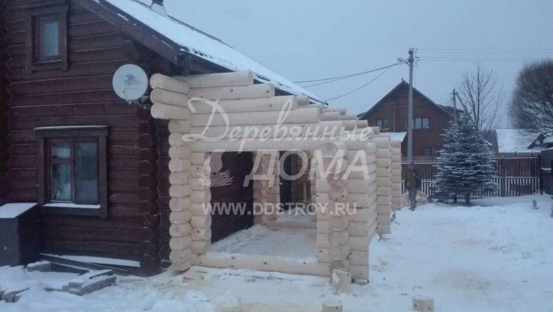 Продолжаются работы по строительству пристройки из оцилиндрованного бревна в д. Рожново (18.01.2018)