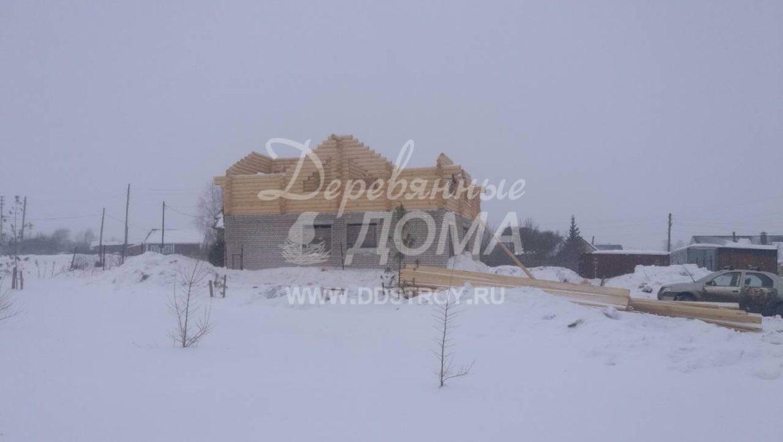 Продолжаются работы по строительству мансардного этажа из оцилиндрованного бревна в с. Парское (15.03.2018)