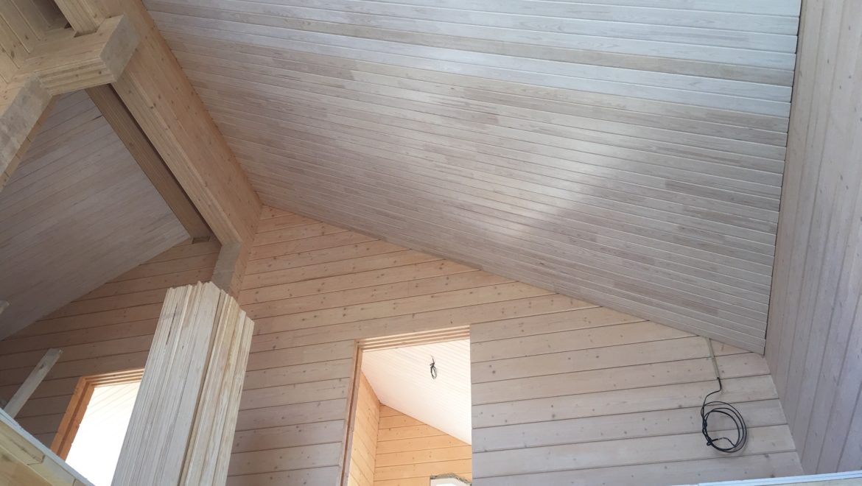 Продолжаются внутренние отделочные работы в доме из клееного бруса в д. Рожново (26.04.2019)