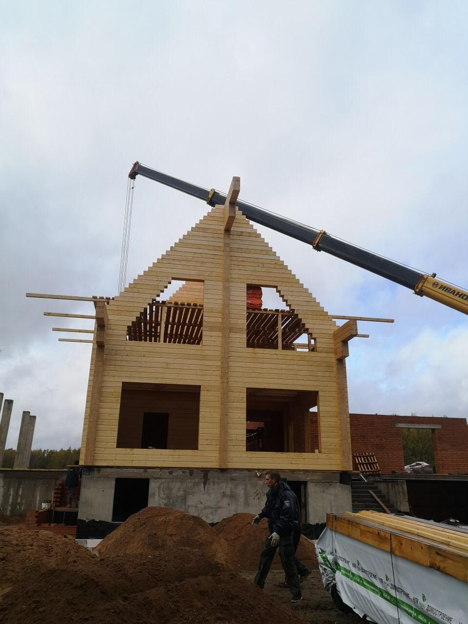 Продолжаются работы по возведению жилого комбинированного дома в д. Худынино (18.09.2019)