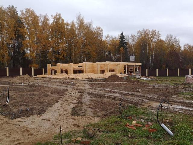 Продолжается сборка деревянного комплекта бани из клеенного бруса в д. Кривцово (11.10.2019)