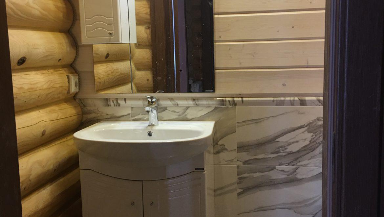 Продолжаются внутренние отделочные работы в бане из оцидиндрованного бревна в д. Анкудиново (01.11.2019)