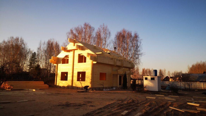 Завершена сборка деревянного комплекта жилого дома из клееного бруса в д. Слобода(27.03.2020)