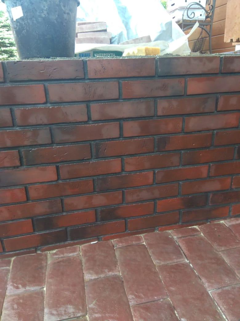 Работы по устройству тротуарной плитки и отделки цоколя декоративным камнем в д. Рожново (04.08.2020)