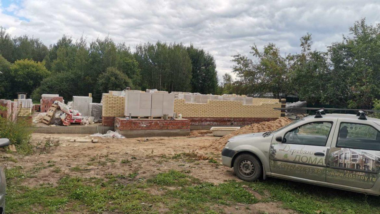 Начало работ по возведению кирпичного одноэтажного дома в м. Озерный (19.08.2020)