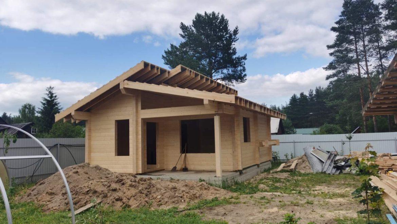 Завершена сборка деревянного комплекта бани из клеенного бруса в д. Бынино (05.07.2021)