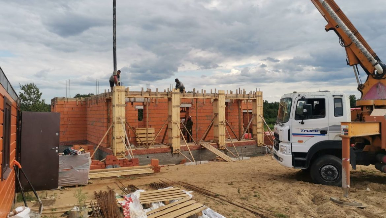 Работы по устройству монолитных поясов в каменном жилом доме в поселке Изумруд (26.07.2021)