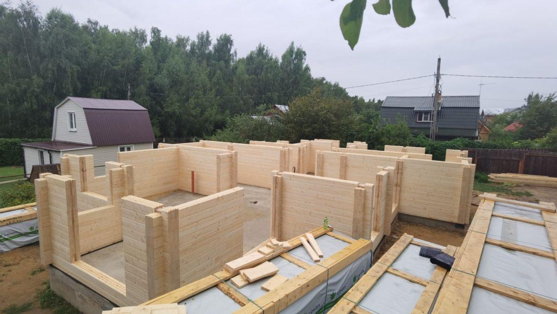 Ход работ по монтажу деревянного комплекта жилого дома из клеенного бруса в СНТ «Энергетик» (01.08.2021)