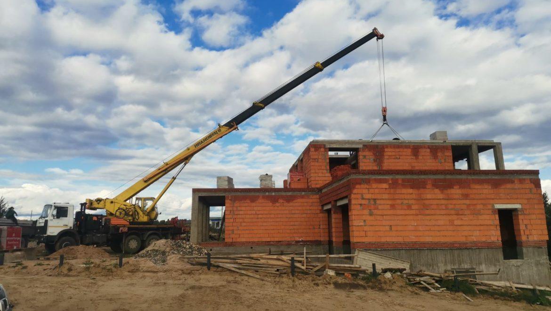 Монтаж плит перекрытия второго этажа жилого дома в коттеджном поселке «Изумруд». (07.09.2021)